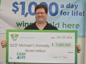 Virginia grocery store employee misprints Powerball ticket, wins Cash4Life jackpot instead